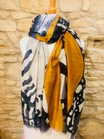 Scarf with a twist mustard