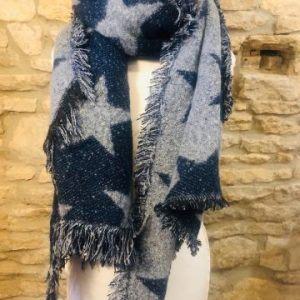 wooly scarf with stars